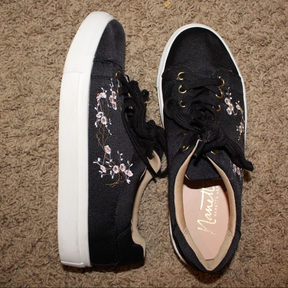 ee2107b7e513b5 nanette lepore floral embroidered sneakers. M 5ab5d976a6e3eabf0fee0369